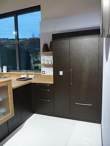 rempp musterk che k che mit halbinsel und hohem sideboard ausstellungsk che in wildberg von. Black Bedroom Furniture Sets. Home Design Ideas