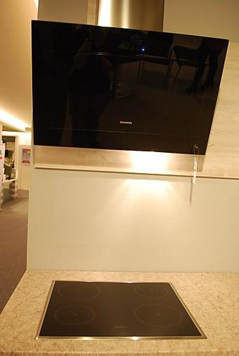 nobilia musterk che zeitlose einbauk che mit natursteinarbeitsplatte ausstellungsk che in. Black Bedroom Furniture Sets. Home Design Ideas