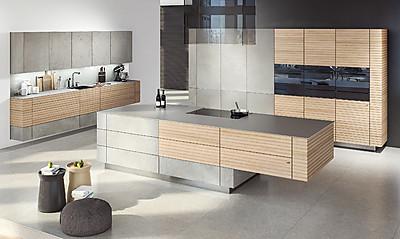 Beton und helles Holz: Moderne grifflose Küche Woodline.one von zeyko