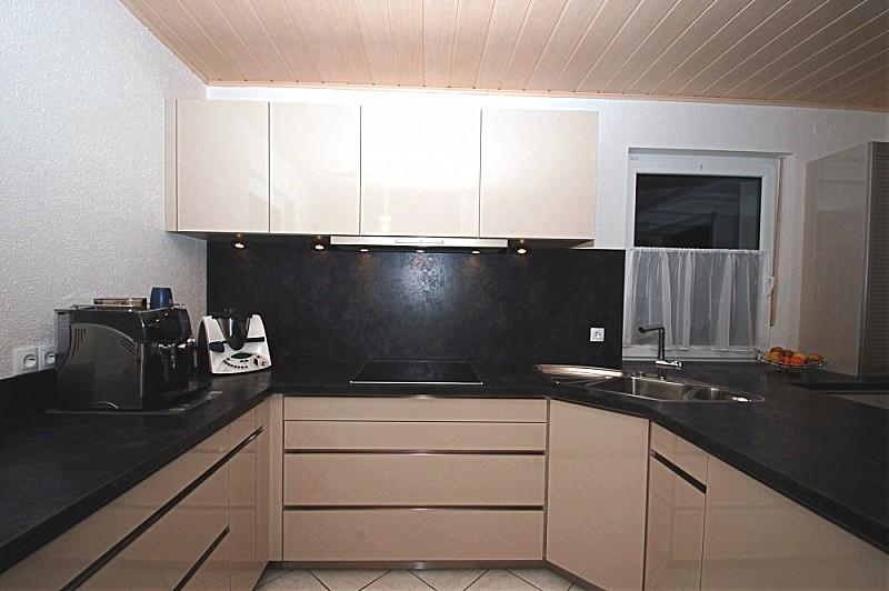 ecksp le mit sitzbereich schiebet re hinter hochschr nken. Black Bedroom Furniture Sets. Home Design Ideas
