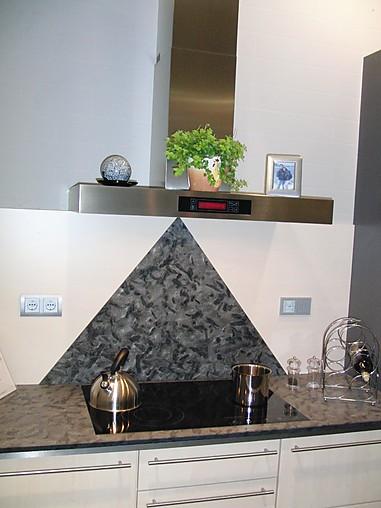 nobilia musterk che design k che mit hochwertigsten oberfl chen ausstellungsk che in gotha von. Black Bedroom Furniture Sets. Home Design Ideas