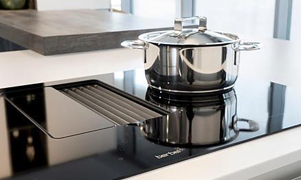 Kochfeld mit integriertem Dunstabzug - Küchen Dross