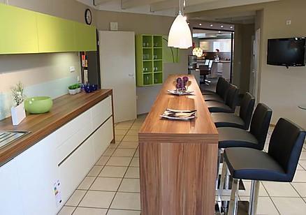 Küche mit langer Theke