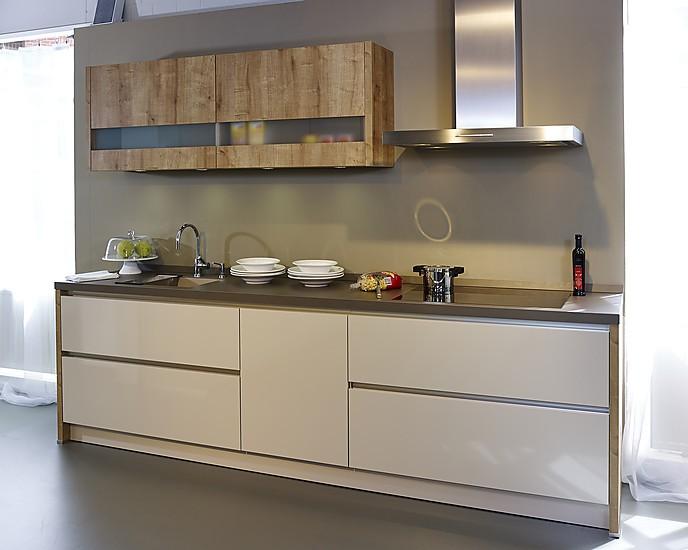 sch ller musterk che moderne grifflose k che in champagner. Black Bedroom Furniture Sets. Home Design Ideas