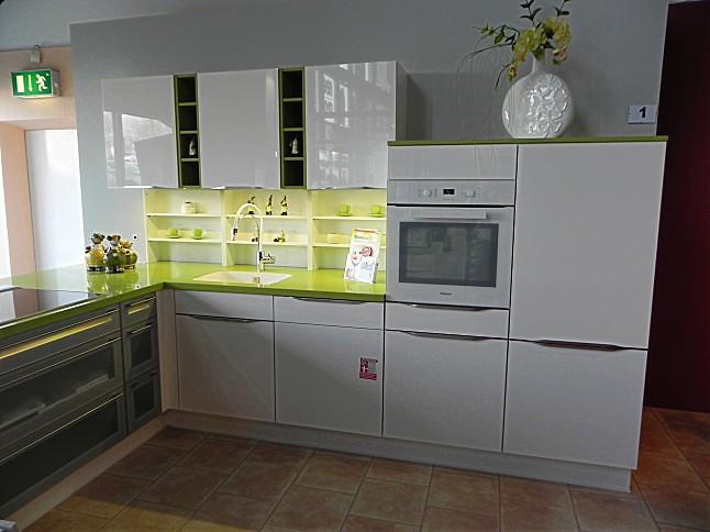 Nobilia küchen weiss hochglanz u form  Nobilia-Musterküche Lack Weiß Ultra-Hochglanz: Ausstellungsküche ...