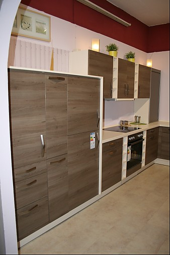Wellmann-Musterküche Klassische U-Küche im modernen Holzdekor ...