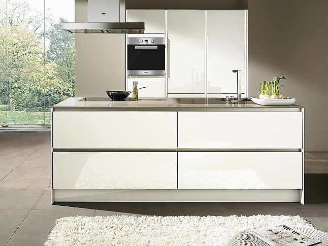 siematic musterk che moderne inselk che in wei ausstellungsk che in wiesbaden von siematic auf. Black Bedroom Furniture Sets. Home Design Ideas