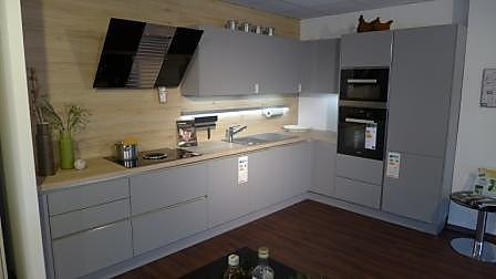 Kleine L-Küche von Häcker in grauer Farbe