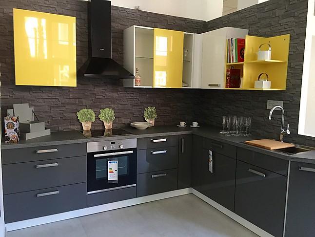 nolte musterk che f r alle die gerne aus dem rahmen fallen ausstellungsk che in von. Black Bedroom Furniture Sets. Home Design Ideas