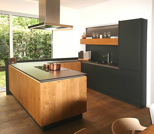 sch ller musterk che schwarze lackk che in kombination mit. Black Bedroom Furniture Sets. Home Design Ideas