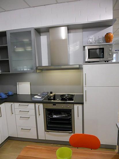 sch ller musterk che sch ller c2 ausstellungsk che in bonn von meisterk chen beckermann. Black Bedroom Furniture Sets. Home Design Ideas