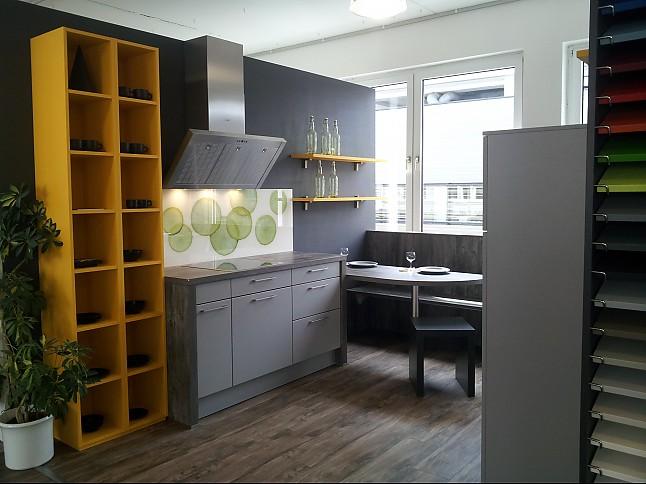 sch ller musterk che junges wohnen ausstellungsk che in aschaffenburg von k chen bauer gmbh. Black Bedroom Furniture Sets. Home Design Ideas