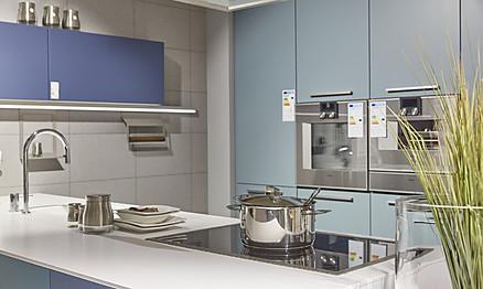 Moderne Küche mit blauen Fronten