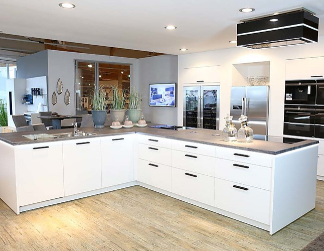 sch ller musterk che gro e moderne k che mit matten. Black Bedroom Furniture Sets. Home Design Ideas