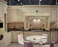 hausmarke musterk che klassische italienische landhausk che aus massivholz ausstellungsk che in. Black Bedroom Furniture Sets. Home Design Ideas