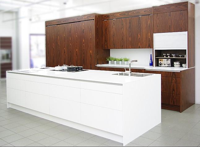 eggersmann musterk che luxusk che mit elektrischen schiebet ren und kochinsel ausstellungsk che. Black Bedroom Furniture Sets. Home Design Ideas