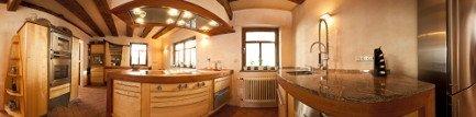 Helle Holzküche mit Granitarbeitsplatte