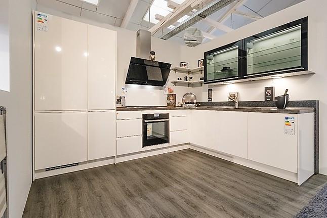 Nobilia-Musterküche Moderne L- Küche Hochglanz weiß mit eingefräster ...