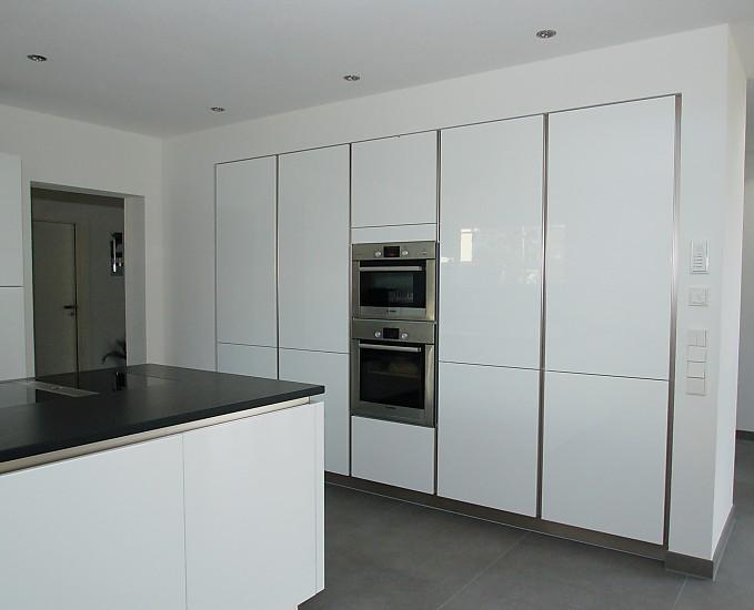 Küche steinplatte  Grifflose Küche, Steinplatte Bora Classic - Küche von Familie H ...