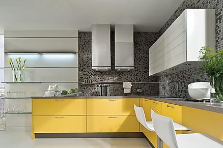 Designküche in Mangogelb