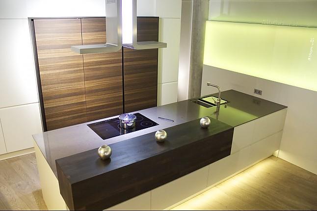 Selektion D-Musterküche Küche mit versteckten Geräten ... | {Küche mit geräten 43}