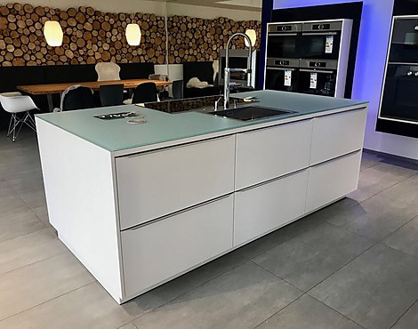 kche freiburg full size of kafer kuche braun lstige wanze macht sich breit freiburg badische. Black Bedroom Furniture Sets. Home Design Ideas