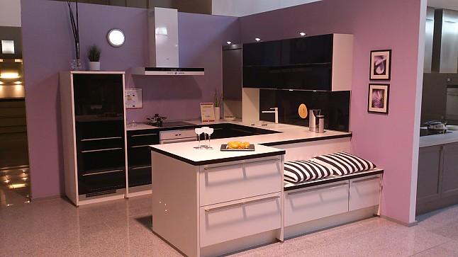 nobilia musterk che musterk che in schwarz wei ultra hochglanz ausstellungsk che in. Black Bedroom Furniture Sets. Home Design Ideas