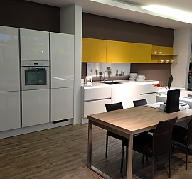 nolte musterk che musterk che magnolia lack hochglanz ausstellungsk che in bielefeld von. Black Bedroom Furniture Sets. Home Design Ideas