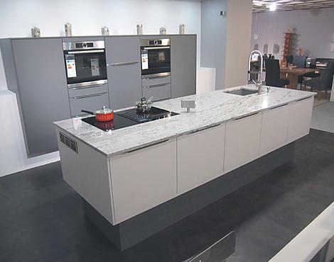 Moderne küche mit granit arbeitsplatte und mittelblock av 2065 satin lavagrau