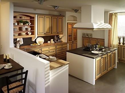 Landhausküchen in der Ausstellung von WM Küchenstudio in Bebra