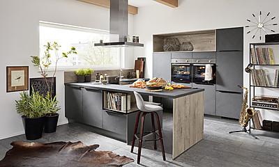 Moderne Küche mit Theke