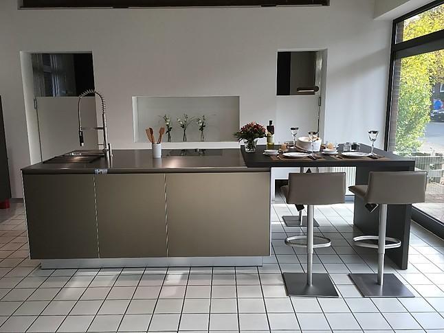 Kücheninsel mit sitzgelegenheit  bulthaup-Musterküche Kücheninsel mit Sitzgelegenheit und ...