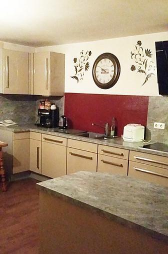 wellmann musterk che tolle hochglanzk che von wellmann viele ausz ge ausstellungsk che in. Black Bedroom Furniture Sets. Home Design Ideas