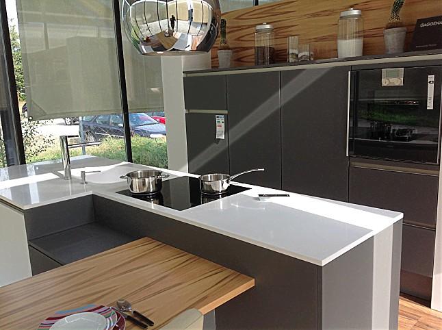 kuche grau matt, signia-musterküche moderne grifflose küche mit insel in weiß/grau, Design ideen