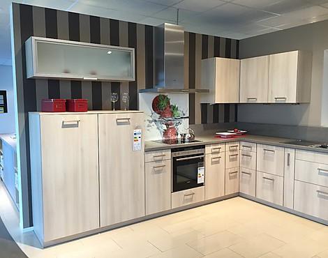 Helle küche mit holzoptik delta 2112 akazie