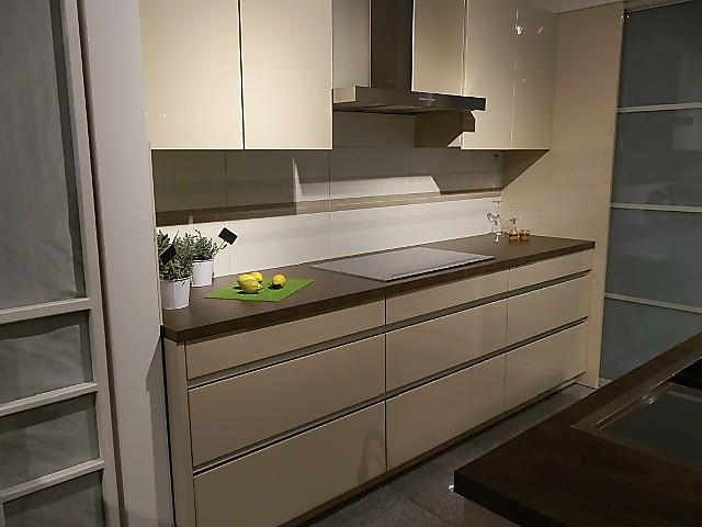 Leicht küchen grifflos  Leicht-Musterküche Grifflos, Elegant und Zeitlose ausstellungsküche ...