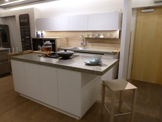 ewe-Musterküche moderne Küche, grifflos weiß matt lackiert ...