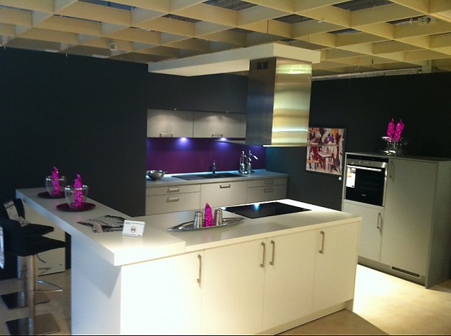 alno musterk che front silk in steingrau wei kombiniert. Black Bedroom Furniture Sets. Home Design Ideas