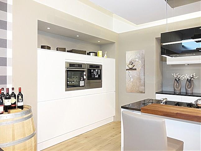 sch ller musterk che luxusk che mit eleganter an seilen. Black Bedroom Furniture Sets. Home Design Ideas