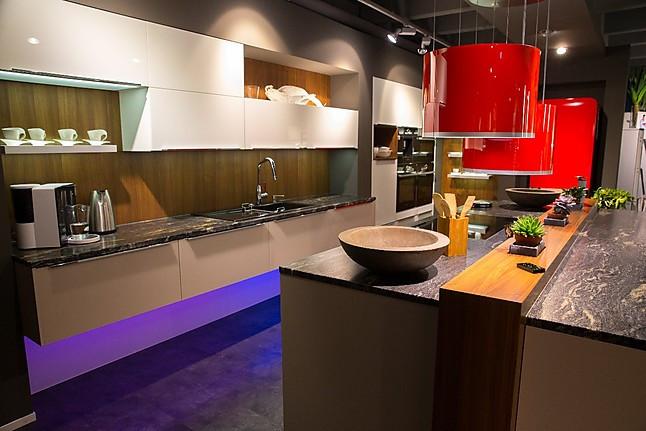 tielsa musterk che hochwertige glasdesign k che ausstellungsk che in trossingen von. Black Bedroom Furniture Sets. Home Design Ideas