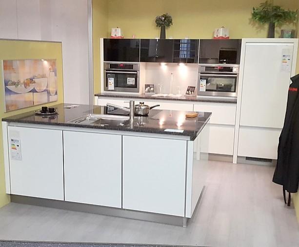 Brigitte-Musterküche Grifflos Küche ohne Geräte und Arbeitsplatte ...