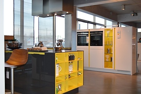 siematic musterk che siematic graphitgrau hochgl nzend ausstellungsk che in m nchen von. Black Bedroom Furniture Sets. Home Design Ideas