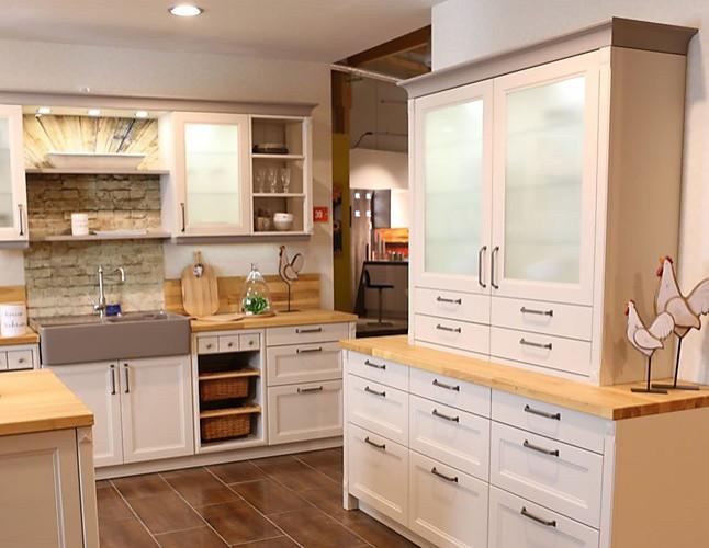 sch ller musterk che gro e landhaus k che in creme. Black Bedroom Furniture Sets. Home Design Ideas