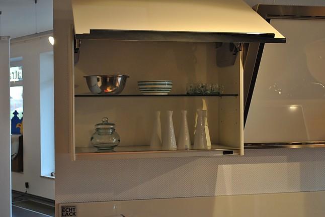 nolte musterk che hochglanz lack k che mit halbinsel und vielen details ausstellungsk che in. Black Bedroom Furniture Sets. Home Design Ideas