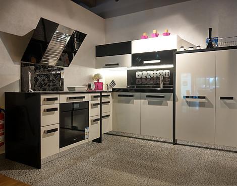 High end küche mit granit und in echtem lack aus deutschland schloß holte