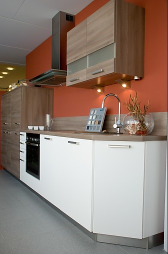 systhema musterk che moderne einbauk che zum sonderpreis. Black Bedroom Furniture Sets. Home Design Ideas