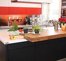 h cker musterk che moderne grifflose schwarz hochglanz lack k che mit glasarbeitsplatte. Black Bedroom Furniture Sets. Home Design Ideas