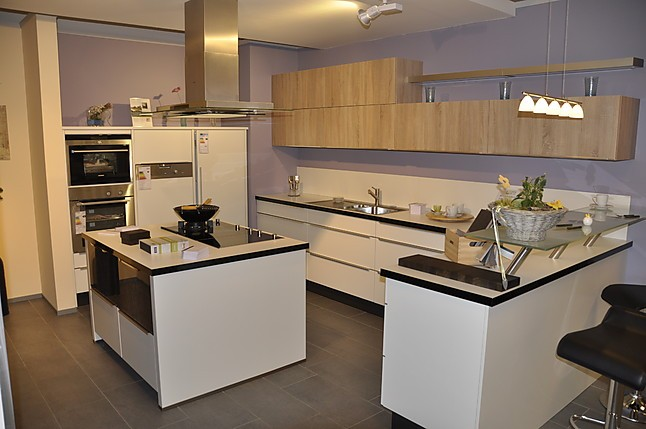 nobilia musterk che moderne l k che mit glastresen und. Black Bedroom Furniture Sets. Home Design Ideas