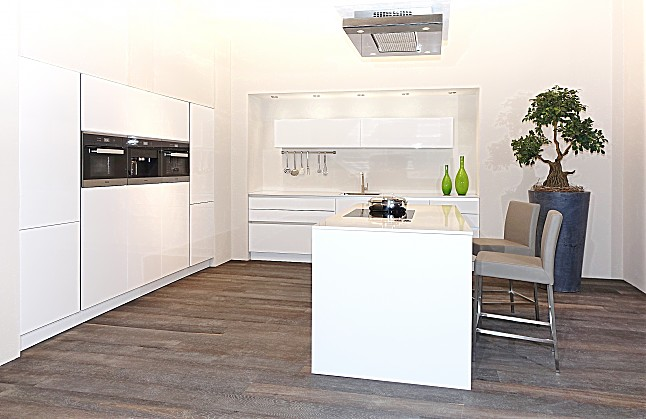 sch ller musterk che luxusk che mit hervorragendem. Black Bedroom Furniture Sets. Home Design Ideas