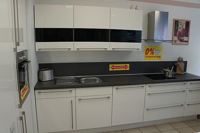 Nobilia-Musterküche Einbauküche. Lack Weiß Ultra-Hochglanz. 315 x ...